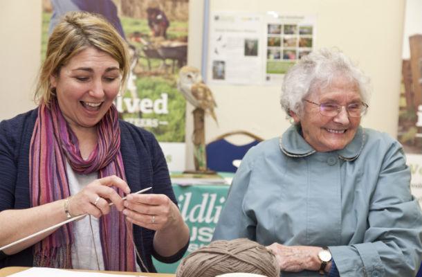 Simone and Pat knitting