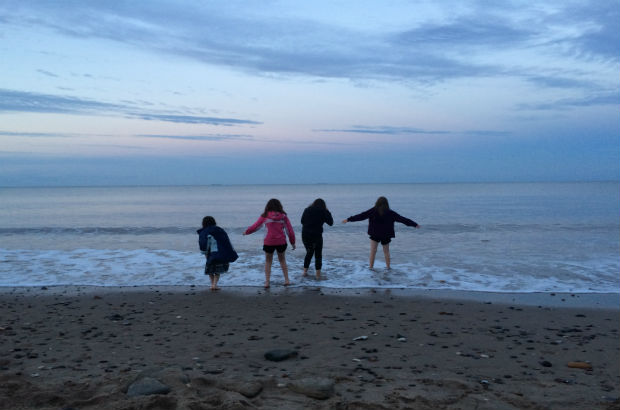 Adele and her daughters spending Family time together at the beach
